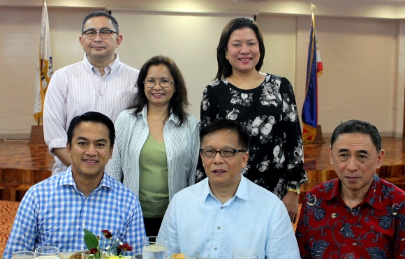 From left to right: (seated) GMA VP and Head of International Operations Joseph T. Francia, POEA Administrator Hans Leo J. Cacdac, and DOLE Undersecretary Ciriaco A. Lagunzad III, (standing) GMA Network AVP & Marketing Head for GMA International Robert Scott P. Dolina, POEA Deputy Administrator Atty. Amuerfina Reyes, and GMA International Marketing Manager Patricia B. Gutierrez