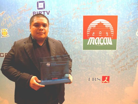 Front Row executive producer Joseph Laban received the UNICEF Asia Pacific Child Rights Award in Macau last October 27