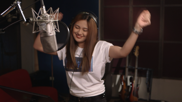 Julie Anne San Jose sang the theme song of GMA Life TV's new station ID
