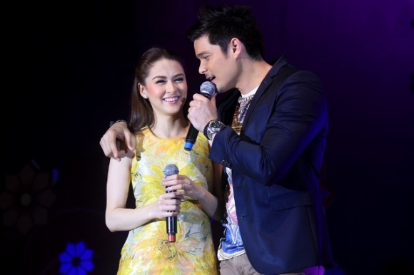 Kapusong Pinoy sa Dubai - Kapuso Royal Couple Marian Rivera and Dingdong Dantes at Kapusong Pinoy sa Dubai. Photo courtesy of The Filipino Times