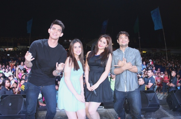 Kailan Ba Tama Ang Mali stars (L-R) Dion Ignacio Max Collins Empress Schuck and Geoff Eigenmann pose for a selfie with their fans in Iloilo