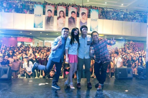 Once Upon a Kiss' Pekto Bianca Miguel and Betong strike a pose with the audience for Sinulog Festival in Cebu