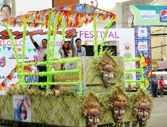 Once Upon A Kiss stars Betong Sumaya Bianca Umali Miguel Tanfelix and Pekto Nacua (partly hidden) participate in the Dinagyang Festival