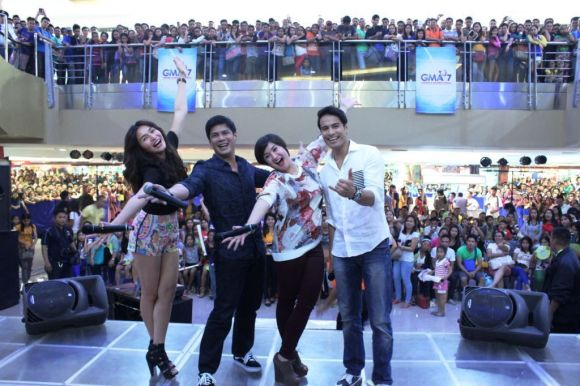 Second Chances lead stars Jennylyn Mercado Raymart Santiago Camille Prats and Rafael Rosell with a Cebu audience for Sinulog Festival