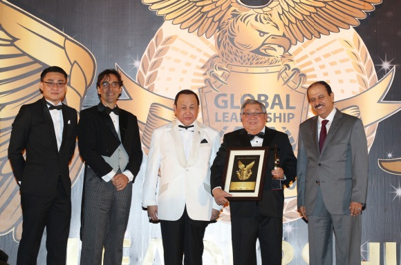 GMA Network Chairman and CEO Felipe L. Gozon received the prestigious Global Leadership Award for Excellence in Media Sector on March 5 in Kuala Lumpur, Malaysia. Joining him in the photo are (from left) Chris Wong - CEO of the Leaders International; Arthur Carmazzi - Global Top 10 Most Influential Leadership Guru, Secretary General of ALDA; Tengku Suleiman Shah Alhaj Ibni - The Royal Chief Major of Selangor; and HE Abdulrahim Hassan Naqi - Secretary General of the Federation of GCC chambers (FGCCC).