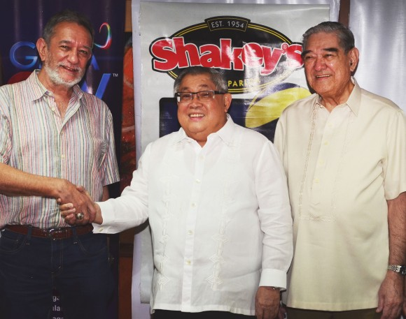 (From left) Sports Vision Management Group President Ricky Palou, GMA Network Chairman and CEO Atty. Felipe L. Gozon and Sports Vision Management Group Chairman Moying Martelino