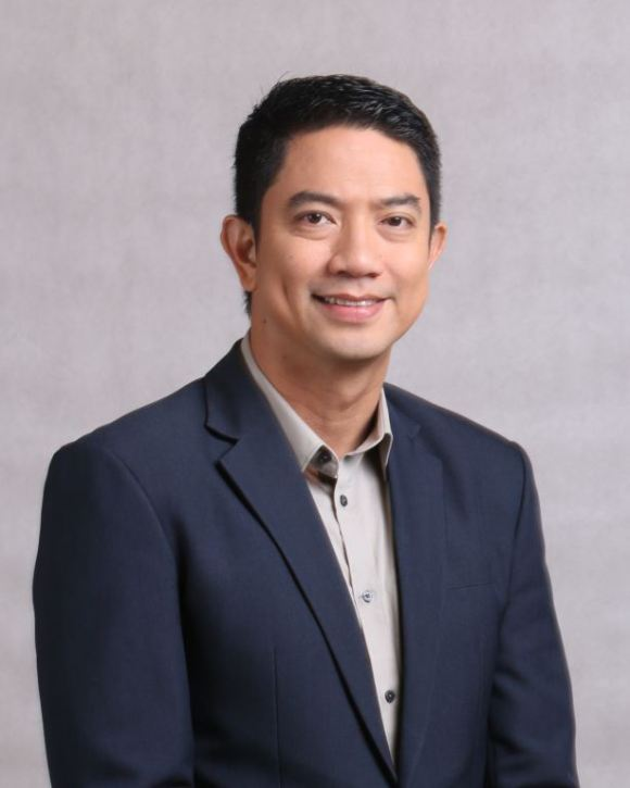 Ivan Mayrina anchors #GMAnewsfeed on Facebook