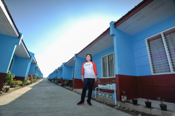 Mel Tiangco in Kapuso Village Tacloban