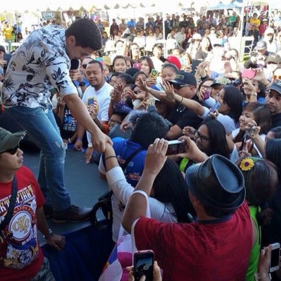 Alden Richards with the PIDC Carson crowd 1