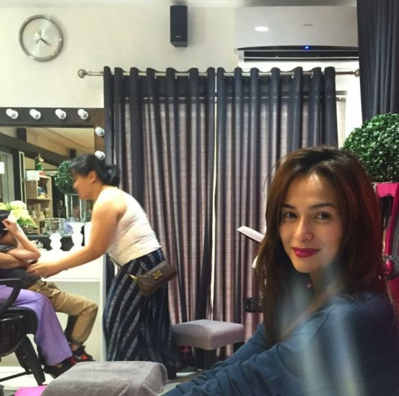 Dennis Trillo posts a photo of Jennylyn