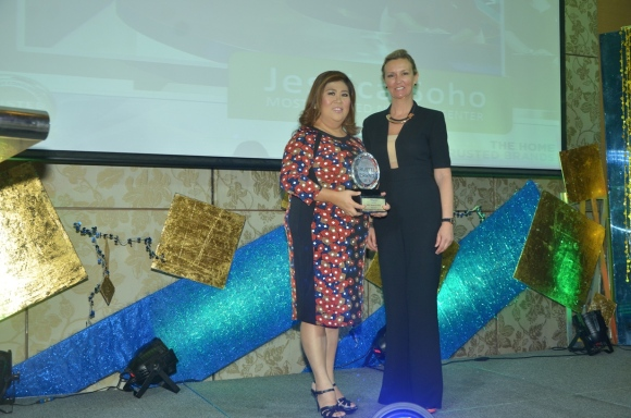 Soho, now a five-time recipient of the Most Trusted News Presenter Award, receives her latest award from Sheron White, Reader's Digest Group Advertising Director for Asia Pacific
